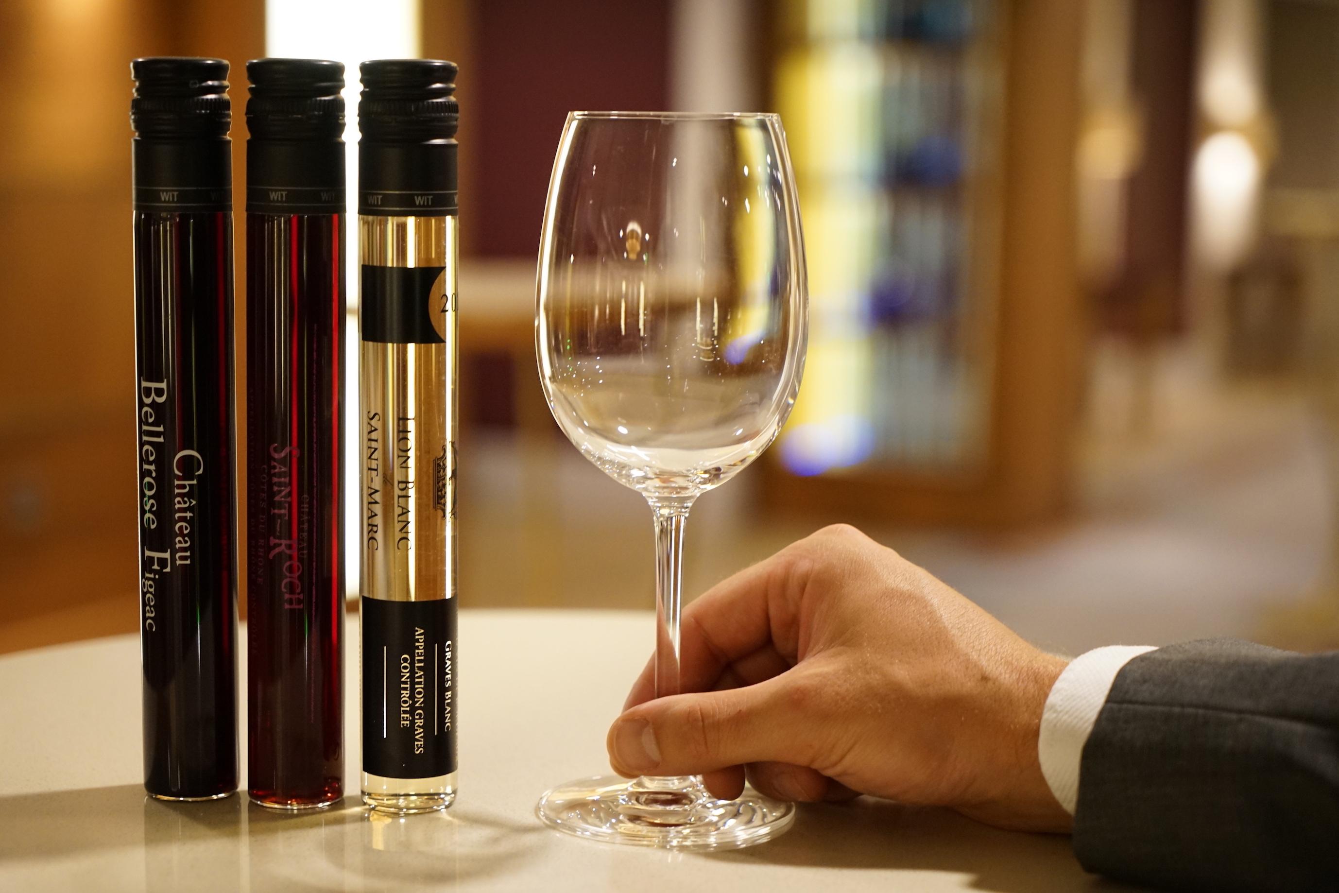 Et si pour déguster des grands crus, vous débouchiez non pas une bouteille, mais un tube? Oui, vous avez bien lui: un tube! Mathieu Poulain a décidé de révolutionner, à Londres, la manière de déguster les nectars des plus beaux domaines français.